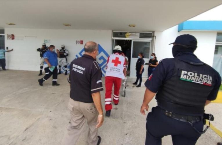 Balacera deja a un policía y un sospechoso heridos, en Playa del Carmen