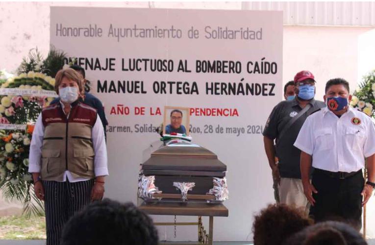 Rinden homenaje a bombero caído en Playa del Carmen