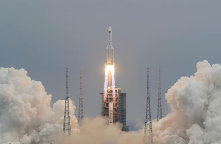 Cohete chino fuera de control se dirige a la Tierra, alerta EU