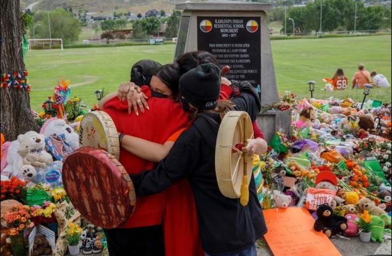 Hallan más de 750 tumbas anónimas en antiguo internado indígena en Canadá
