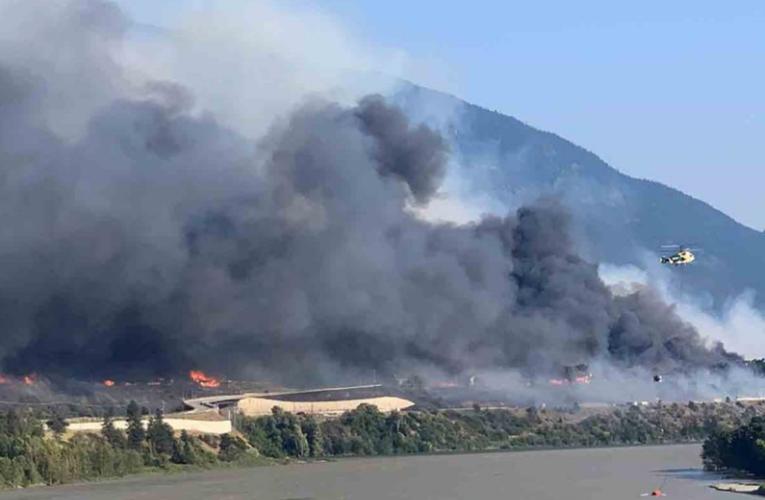 Declaran emergencia por incendios en oeste de Canadá; se esperan que crezcan más