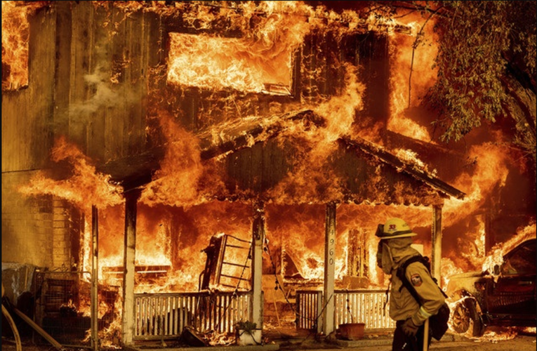 Miles desalojan sus casas por incendios en 10 estados de EU