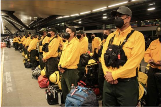 México envía a otro grupo de combatientes de incendios forestales para apoyar a Canadá