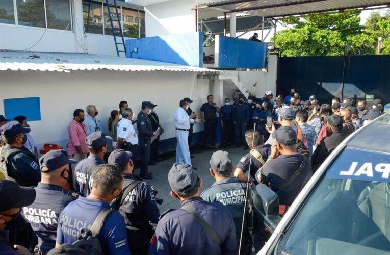 Paran labores policías de Acapulco por falta de pago
