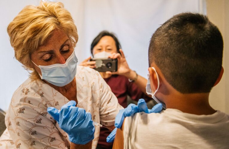 EEUU permitirá el ingreso de menores de 18 años que no estén vacunados contra la covid